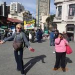 La Paz - L'aventurière avec son nouveau puncho en laine de lama