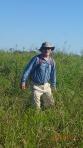 Pampas - Denis cherchant fort l'anaconda au soleil plombant (les manches longues ce n'est pas parce qu'il fait froid hein!)