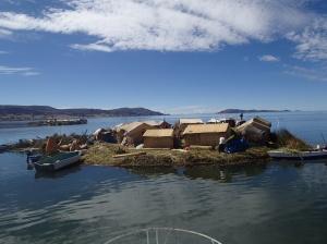 Lac Titicaca - Îles flottante Uros ( 3 m d'épaisseur de roseaux)