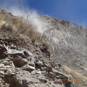 Arequipa - Tour au Cañon del Rio Colca: un déboulement qu'on a éviter de justesse et cela dû aux travaux effectués plus haut sur le chemin