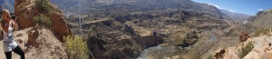 Arequipa - Tour au Cañon del Rio Colca: que dire de plus, je crois que c'est le début du Cañon suite à un glissement des plaques techtonique! (on est reparti vers un autre mirador après le lunch)