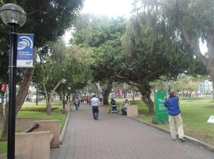 Lima - dans le parc Jf Kennedy et d'autres: le wifi est gratuit!....pas vite mais quand mêmegratuit! Quand chez nous à Montréal ceci sera disponible!