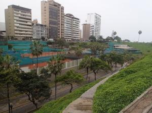 Lima - Direction la mer...et juste en face un immense complexe sportif