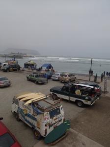 Lima - paradis des surfeurs. Le temps en hiver est toujours ainsi grisâtre sans soleil!...mais quand même y a pire que ça!