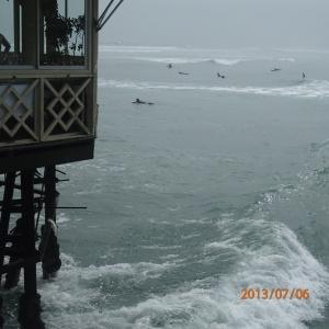 Lima- toujours au resto a observer les surfeurs et les maga vagues qui fouettaient les dessus du resto!