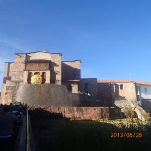 """Cusco - Tour de ville: Le monastario et ...Le fameux """"Del Sol de Cusco"""" (qui figure comme souvenir de voyage autour du cou de mon chum...et qu'on la chercher celui-là!"""