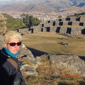 Cusco - Tour de ville: Ruina de SacsayHuamãn...et on voit une partie de la ville de Cusco en arrière