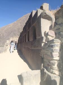Cusco - Tour vers la Vallée Sacrée: la forteresse à Ollantaytambo: un autre mur de pierres parfaitement taillées