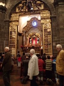 Cusco - un des christs à l'intérieur de la Cathédrale....il est foncé car les péruviens sont foncés... D'autres légendes disent que c'est à cause des cierges!