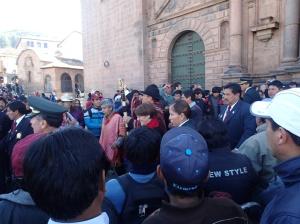 Cusco - à la fin de la messe et direction Plaza d'Armes car c'est la célébration de la fête du soleil ( Inti Raymi)