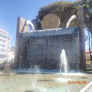 Cusco - L'envers de la médaille du monument...ha ha c'est le médaillon a Denis qu'on cherche....Del sol de Cusco