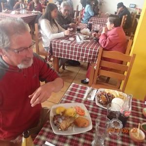 Cusco - Un restaurant traditionnel trouvé par mon chum...et les portions étaient tout simplement gargantuesque! Une chance les gens repartaient avec des doggy bags