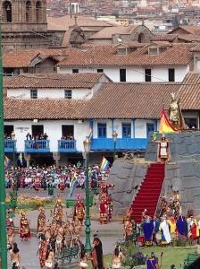 Cusco - Cette fête Inca est maintenant fêtée le 24 juin plutôt qu'au 21 juin (solstice d'hiver) depuis l'indépendance du Pérou après la conquête des Espagnols car eux leur avaient interdit de le fêter leur imposant la Fête de la St-Jean....