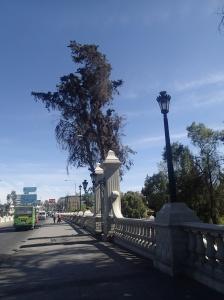 Arequipa - direction vers notre hôtel en passant le pont de la rivière