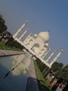 Le Taj Mahal tout de marbre et d'incrustation de pierres précieuse